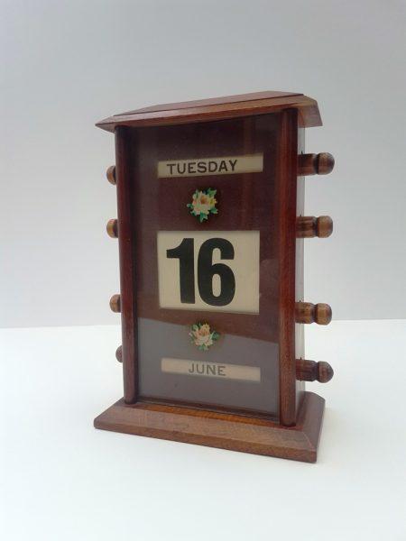 Vintage 'Veteran series' perpetual calendar