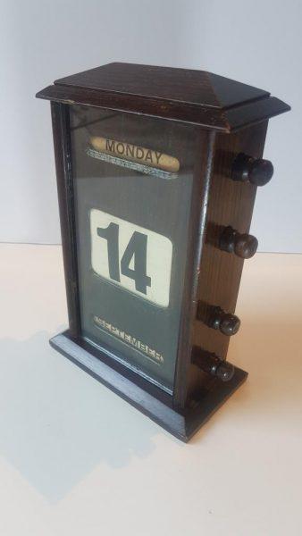 Edwardian perpetual calendar